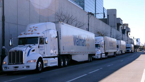 Handlowy gigant potrzebuje jeszcze więcej truckerów. Dlatego oferuje 87,5 tys. dolarów rocznie
