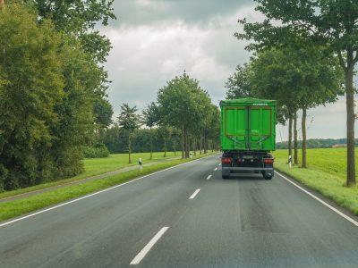 """Naujas ES susitarimas dėl sunkvežimių išmetamo CO2 kiekio standartų. """"Ambicingas ir subalansuotas kompromisas"""""""