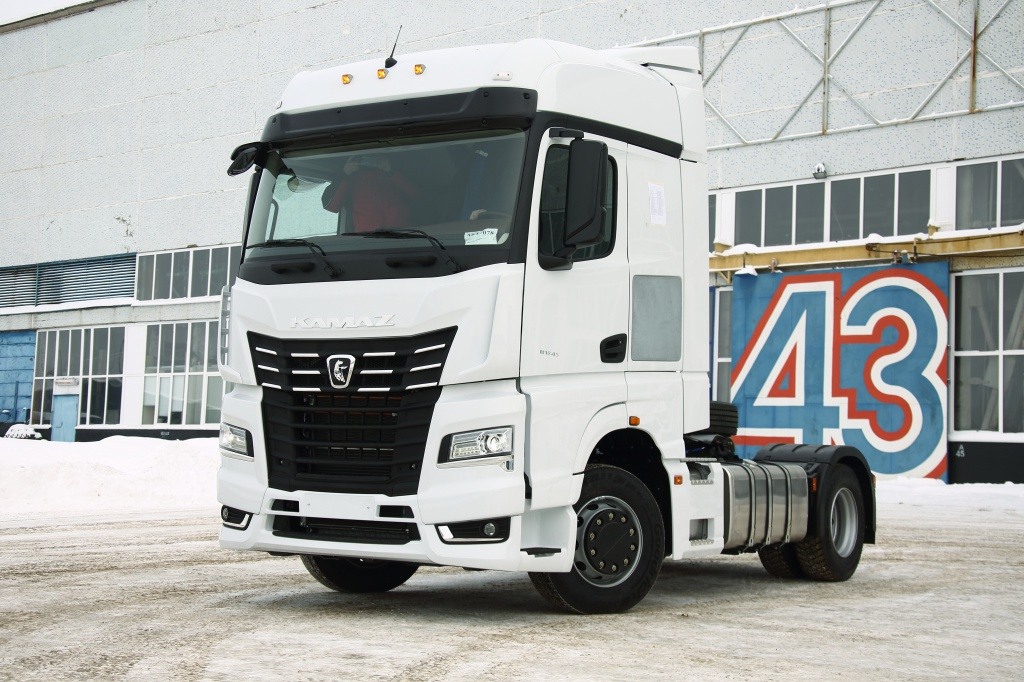 The first fifth-generation Kamaz rolled off the production line. It is cheaper than you thought.