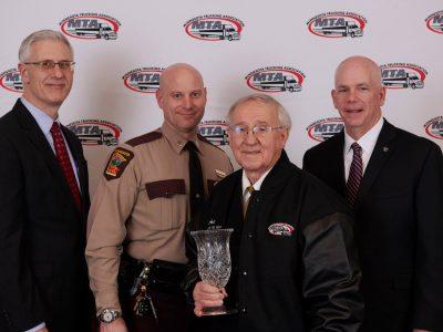 Имея 74 года, стал водителем года. Все благодаря впечатляющему вождению без ДТП