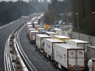 Brexit | Comitetul Economic și Social European recomandă luarea de măsuri temporare pentru transportul rutier