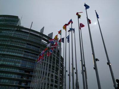 """Atnaujinamos ES derybos dėl """"Mobilumo paketo"""" reikalavimų vilkikų vairuotojams"""