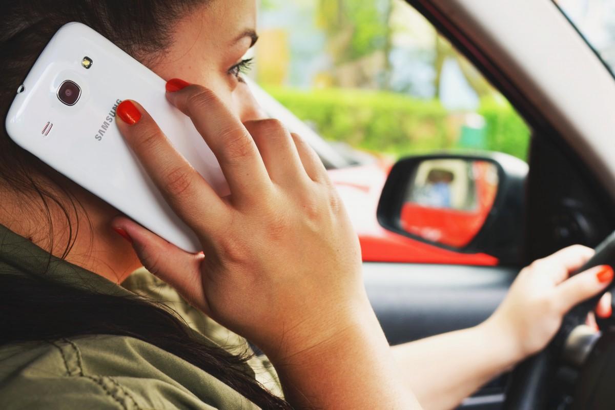 Korzystanie z telefonu w trakcie jazdy będzie we Francji karane znacznie surowiej niż dotychczas