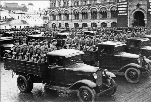 W 1941 roku sowiecka armia miała na stanie ponad 150 tys. ciężarówek GAZ-AA