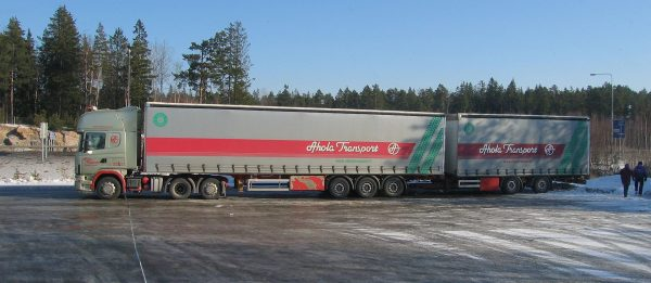 Long lorries now able to cross the German-Dutch border