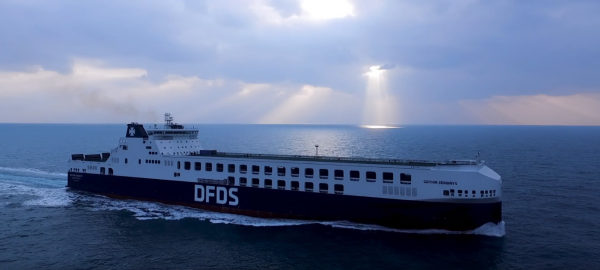 Pierwszy mega statek trafił do DFDS. Pomieści 450 naczep
