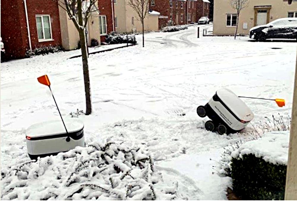 Žiema sukelia problemų ne tik vairuotojams, kurie dėl sniego ne visada gali laiku pristatyti krovinius. Ši problema taip pat turi įtakos autonominiams robotams. Prietaisai, pristatantys prekes iš parduotuvių klientams trumpais atstumais (apie 3 km), pastarosiomis dienomis Didžiojoje Britanijoje turėjo problemų įveikti sniegą. Nuotrauka, rodanti imobilizuotas mašinas, buvo padaryta Milton Keinse ir paskelbta vienoje iš socialinių tinklų svetainių.