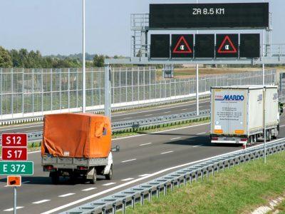 Na nowy system poczekamy 3 lata. Wyświetli ważne dla kierowców informacje nad głównymi trasami