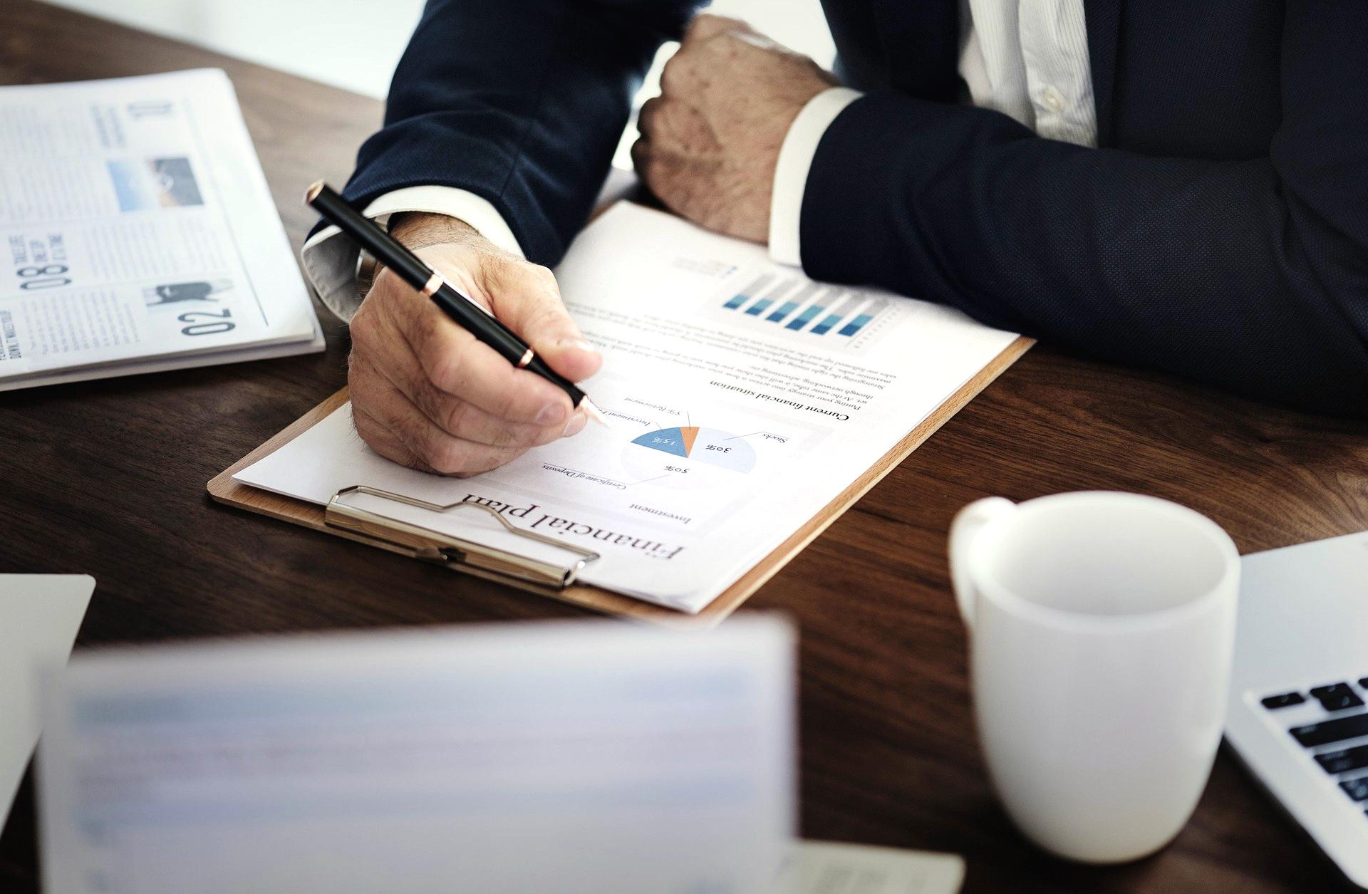 Korzystaj ze sprawdzonych metod i dobrych praktyk sporządzania raportu XYZ. Klasyfikacja grup XYZ w zbiorze SKU jako przykład praktyczny