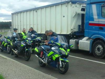 Французская жандармерия ловит водителей грузовиков. Можно получить штраф в размере 750 евро