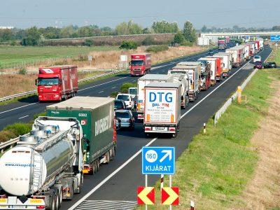 Important: Autovehiculele cu masa mai mare de 7,5 tone oprite la frontierele Ungariei
