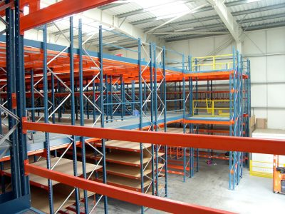 More pallet spaces and more efficient picking, i.e. modern solutions in footwear warehouses. Logistics 4.0 in practice.