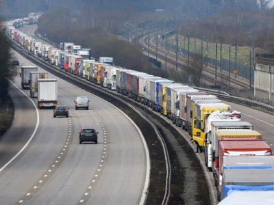 Greva lucrătorilor vamali de la Calais i-a costat scump pe transportatori