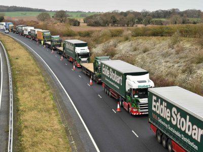 """Tai gali būti teismo diena. """"Brexito"""" šalininkai rengia didelę akciją – sunkvežimiai užblokuos greitkelius"""
