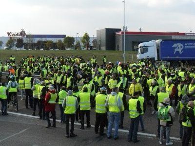 «Желтые жилеты» хотят заблокировать нефтеперерабатывающие заводы во Франции