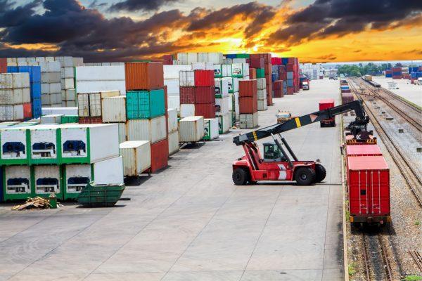 Цены на перевозку контейнеров из Китая в Европу стали ненормальными. Экспедиторы предполагают картел