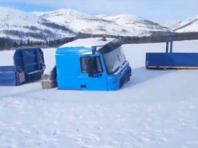 Der Winter überrumpelt russische LKW-Fahrer. Fahrzeuge bleiben im Fluss stecken [ Video ]