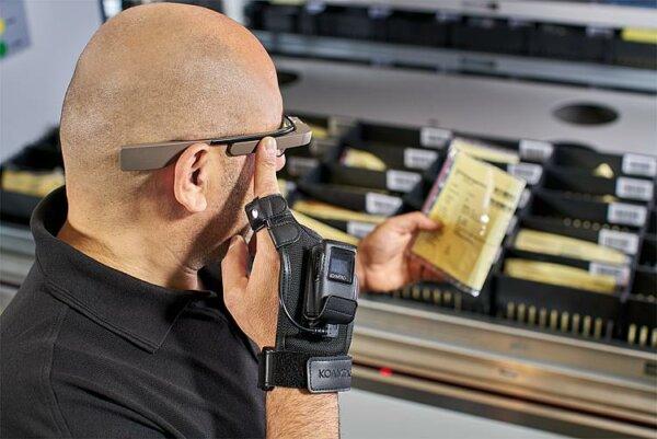Логистика 4.0 на практике. Как вертикальные системы лифтового типа и перчатка со сканером улучшают р