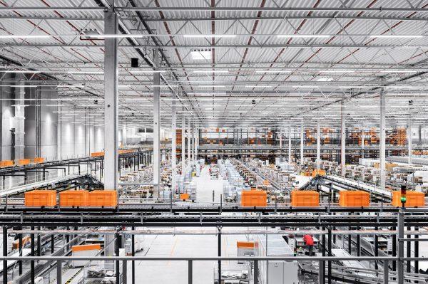 Centrum logistyczne Zalando w Gardnie pod Szczecinem pracuje już pełną parą. Obiekt o powierzchni 13