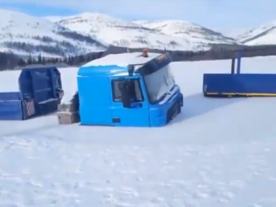Winter surprised drivers in Russia. Their trucks have been trapped – in a river