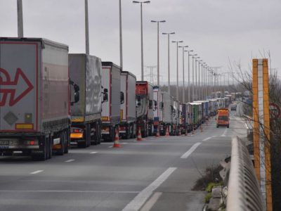 Заторы во Франции. Французские таможенники протестуют в Кале и Дюнкерке