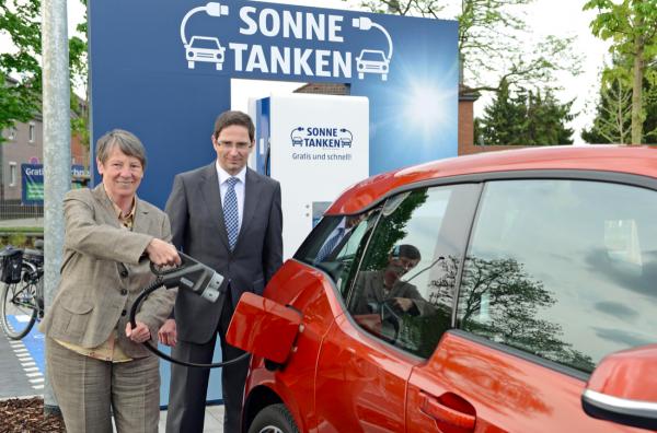 """Niemieckie dyskonty stawiają na elektromobilność. Sieć ładowania """"elektryków"""" będzie coraz większa"""