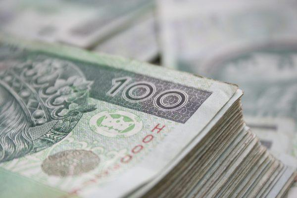Pomoc dla przewoźników. Kto może skorzystać z karencji w spłacie leasingu oraz pożyczki obrotowej?