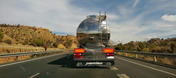 Zobacz, jakie surowe wymagania muszą spełnić pojazdy do przewozu paliw