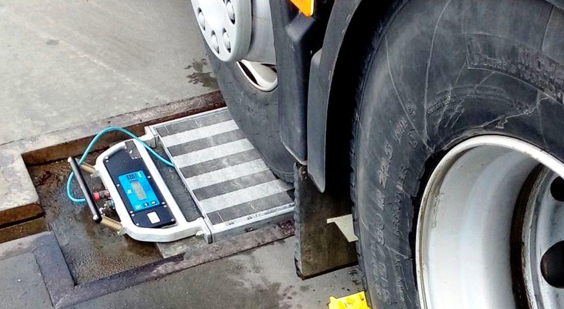 Francuzi szykują bat na przeładowane trucki i dostawczaki. Prowadzą już testy na jednej z autostrad