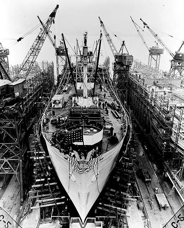 Wodowanie statku Liberty w stoczni w Balitmore wiosną 1943 roku.