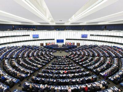 """SVARBU: Balsavimas dėl """"Mobilumo paketo"""" atšauktas. Lenkijos ir Lietuvos argumentai įtikino Europos Parlamento vadovą"""
