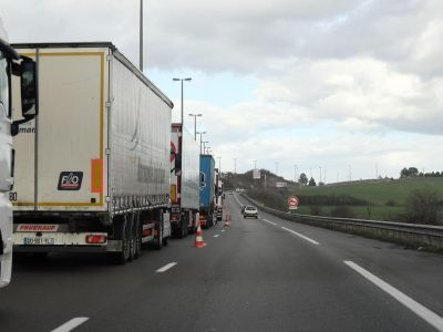Franța: Blocajele la Calais și Dunkerque continuă. Funcționarii vamali au declanșat grevă pe perioadă nedeterminată