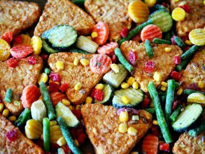 A logisztikai címkék forradalmasították a zöldség-gyümölcs készítmények raktározását. Logisztika 4.0 a gyakorlatban.
