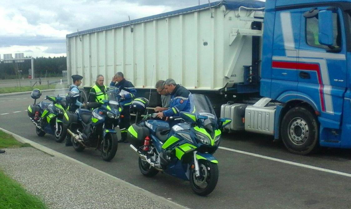 Belgijski przewoźnik zapłacił słono za wykroczenia kierowcy. Truckera na gorącym uczynku przyłapali żandarmi