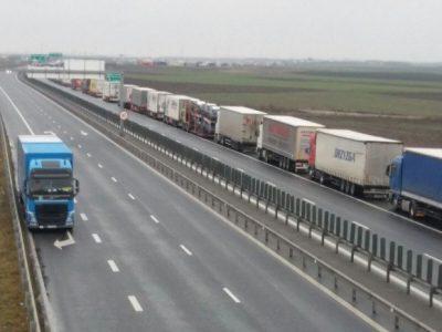 Bulgaria: Creșterea timpilor de așteptare la punctul de trecere de la Ruse, cu oprirea temporara a circulației camioanelor