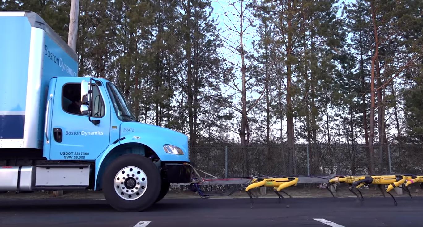 Ile robotów potrzeba by pociągnąć ciężarówkę? Ten widok was zaskoczy