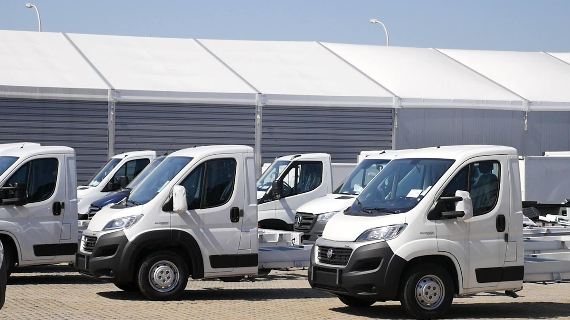 Jak powstaje zabudowa do samochodów dostawczych? Byliśmy w firmie, która przygotowuje takie konstrukcje