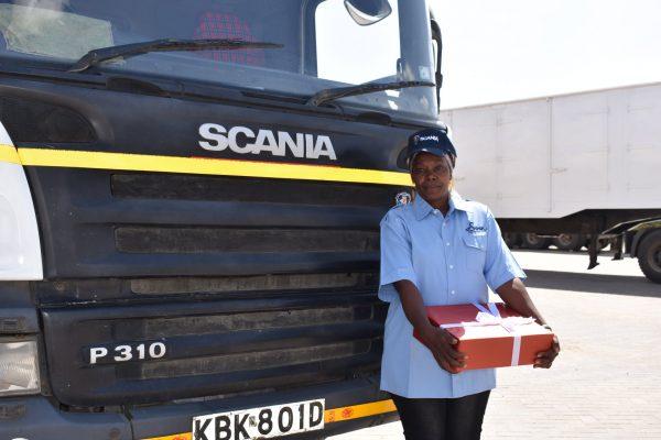 Inspirująca historia z Kenii. Samotna matka trójki dzieci realizuje się zawodowo za kierownicą cięża