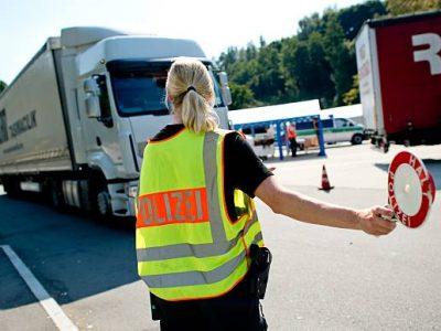 Șoferi de camion sancționați în Germania pentru efectuarea unei perioade de odihnă mai scurte decât cea legală