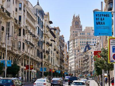 Környezetvédelmi matrica Madridban. Ez a helyzet a külföldi járművekkel