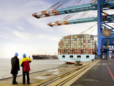 DHL Global Trade Barometer zeigt rückläufigen Welthandel, beeinflusst durch anhaltend negative Stimmung im Privatsektor