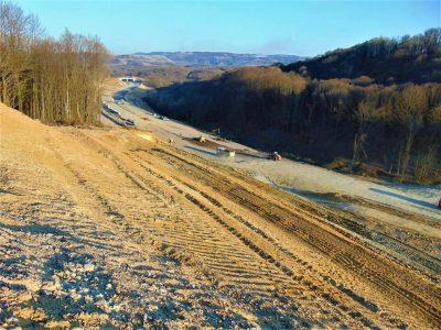Lucrările pe lotul 3 al Autostrăzii A1 Lugoj-Deva avansează într-un ritm bun