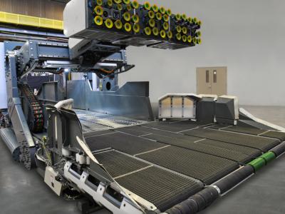 Ez az óriás egyedül kirakodja a pótkocsit. Szívócsészés robot látórendszerrel.