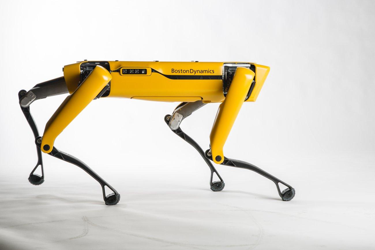(Video) Un nou sistem de tractare a camioanelor cu….mini-roboți