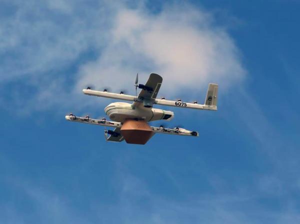"""Drony przejmują przesyłki na """"ostatniej mili"""". Udało się zrealizować pierwsze komercyjne dostawy"""