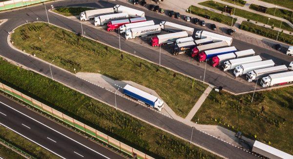 Rugsėjo 15 d. Slovakijoje įsigalioja sunkvežimių eismo apribojimai. Pažiūrėkite, kam draudimas netai