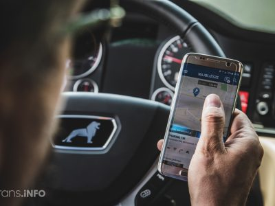 Строгое наказание за съемку во время вождения. Посмотрите, на какой срок водитель потерял водительские права