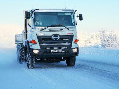 Aceste camioane japoneze sunt indestructibile