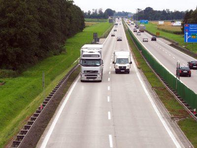 Dobudowa trzeciego pasa, czy zupełnie nowa autostrada? Urzędnicy zastanawiają się co zrobić z A4