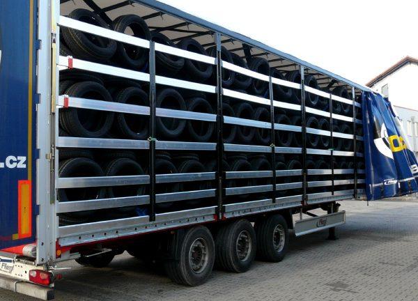 Transport i logistyka w branży automotive, czyli w czym się wozi i przechowuje części do produkcji a